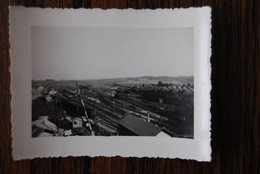 "3869/Station GOUVY Juin 1941 - Vue Générale Et Quai ""Factage Goederen Zugabfertigung"" Lot De 2 Photos - Stations - Met Treinen"