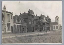 NL.- KATWIJK AAN ZEE. Foto Van De Boulevard Met De  Oude Kerk. - Luoghi