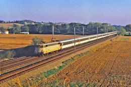 Labège (31 - France)  Novembre 1986 - Une Locomotive BB 9300 En Tête D'une Rame Corail Marseille / Bordeaux - Andere Gemeenten
