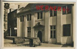 Emden V. 1937  Alte Polizeiwache Mit Kreuzer Emden Tafel  (49237) - Emden