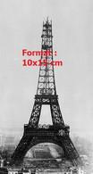 Reproduction Photographie Ancienne De La Construction De La Tour Eiffel à Paris En 1889 - Reproductions