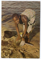 BEAUTIFUL MALAWI - YOUNG GIRL CLEANING POTS / THEMATIC STAMPS-CHRISTMAS /BIRD - Malawi