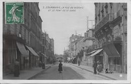 COURBEVOIE - LA RUE DE BEZONS ET LE PONT DE LA GARE - Carte Photo - Courbevoie