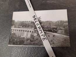 SNCF : Photo Originale Anonyme 9 X 14 Cm : Locomotive à Vapeur 5300 PO (future 141 TA) Sur Un Viaduc En Auvergne - Treinen