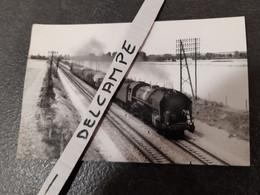 SNCF : Photo Originale M DAHLSTROM 9 X 14 Cm : Locomotive à Vapeur 141 R à LA FERTE HAUTERIVE (03) En 07/1964 - Treinen