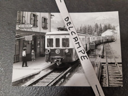 SNCF : Photo Originale J CHAPUIS 10,5 X 14,5 Cm : Automotrice Z 600 En Gare De LES HOUCHES (74) - Treinen