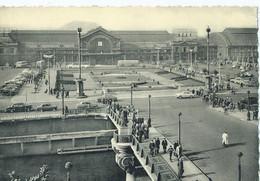 Charleroi - La Gare Du Sud Et La Place - Charleroi