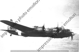 PHOTO AVION  RETIRAGE REPRINT   Piaggio P.108 MM 2202 EN VOL SUR LA CAMPAGNE.. - Aviation