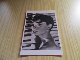 Carte Postale Audrey Hepburn. - Other Famous People