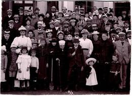Grand Tirage Photo Albuminé Cartonné - CDV - Groupe Familial Ou Pas Vers 1890/1900, Mode Femmes, Hommes, Enfants - Ancianas (antes De 1900)