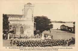 St LOUIS Du SENEGAL  Le 11 Novembre Les Tirailleurs Sénégalais Vont à La Mosquée Prier Pour Leurs Frères D'armes Morts P - Senegal