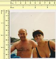 REAL PHOTO, SHIRTLESS MAN AND WOMAN ON BEACH, HOMME ET FEMME EN MILLIOT DE BAIN  PLAGE, ORIGINAL PHOTO - Unclassified
