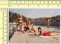 REAL PHOTO, SHIRTLESS MAN AND SWIMSUIT WOMEN GIRL ON BEACH, HOMME ET FEMMES EN MILLIOT DE BAIN  PLAGE, ORIGINAL PHOTO - Unclassified