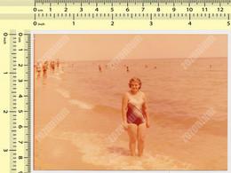 REAL PHOTO, SWIMSUIT WOMAN ON BEACH, FEMME EN MILLIOT DE BAIN  PLAGE, ORIGINAL PHOTO - Unclassified