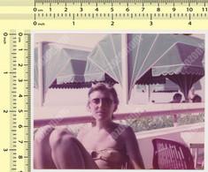 REAL PHOTO, BIKINI WOMAN ON BEACH, FEMME EN MILLIOT DE BAIN  PLAGE, ORIGINAL PHOTO - Unclassified