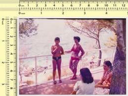 REAL PHOTO, REAL PHOTO, BIKINI WOMAN AND BOY ON BEACH, FEMME EN MILLIOT DE BAIN ET GARCON PLAGE, ORIGINAL PHOTO - Unclassified
