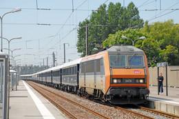 Calais (62 - France) Gare De Calais Ville - 24/07/2014 - La BB 26038 En Tête De La Rame Du Venise-Simplon-Orient-Expres - Stations With Trains