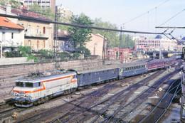 Toulouse (31 - France) Toulouse-Matabiau - Mai 1985 - Une Locomotive BB7200 En Tête D'une Rame Voyageurs - Toulouse
