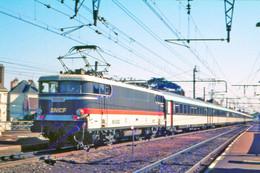 Toulouse (31 - France) Août 1981 - La Locomotive BB 9282 En Tête D'un Train GL Paris/Toulouse - Stations With Trains