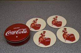 Coca-cola Company Onderzetter-biervilt-beermat With Box Pin Up - Sous-verres