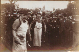 RARE PHOTO SUR LA CORRIDA D'ENGHIEN DEUIL DE 1899 OU LE TAUREAU S'ECHAPPA ESTOQUAGE DU TAUREAU EQARRISSEURS - Plaatsen