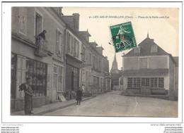 CPA 18 Les Aix D'Angillon Place De La Halle Coté Est - Les Aix-d'Angillon