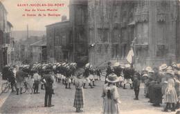Saint Nicolas De Port - Rue Du Vieux Marché Et Entrée De La Basilique - Saint Nicolas De Port