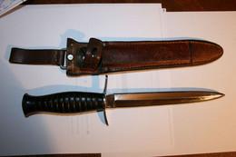 POIGNARD DE COMBAT PARACHUTISTE LONGUEUR 27 CM 30 ANCIEN - Knives/Swords