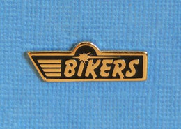 1 PIN'S // ** BIKERS / PERSONNES PASSIONNÉES DE MOTOS ** - Motorfietsen