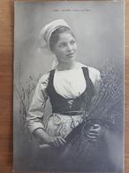 Scaer.dans Les Blés.coiffe Costume Breton.édition Villard 1241 - Andere Gemeenten