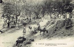 CPA  KABYLIE : Vue Générale D'un Marché Kabyle à FORT-NATIONAL - Scenes