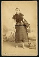 DOUARNENEZ - Pêcheuse -  Photographie Sur Carton - Photographe J. Villard à Quimper - 11 X 16,5 Cm - Unclassified