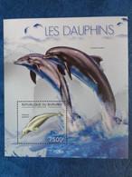 2012 BLOC BURUNDI  1 TIMBRE DENTELE : LES DAUPHINS - Delfine