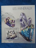 2012 BLOC BURUNDI  1 TIMBRE DENTELE : LES MINERAUX - Mineralien
