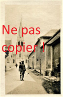 PHOTO FRANCAISE DE LA 2e DIC - POILUS ET EGLISE DE TOURS SUR MARNE PRES DE ATHIS - MAREUIL SUR AY 1917  GUERRE 1914 1918 - 1914-18