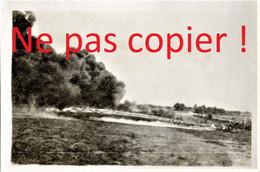 PHOTO FRANCAISE DE LA 2e DIC - UTILISATION DE LANCE FLAMMES - AISNE 1917 -GUERRE 1914 1918 - 1914-18