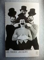Carte Postale Célébrité - Les Frères Jacques - Quatuor Vocal Français ( Petit Format Noir Et Blanc ) - Singers & Musicians