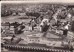 CPSM RENNES LA PLACE DE LA GARE ET LES HOTELS VUE AERIENNE - Rennes
