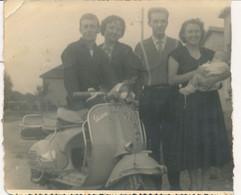 Photo (15 X 12 Cm) : Photo De Famille Avec Vespa Au Premier Plan - Scooter - Otros