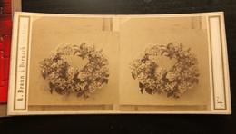 Photo Stéréo Vers 1880  À.Braun A Dorbach Haute Rhin 68 -   Couronne De Fleurs   Très Animé - Stereoscoop