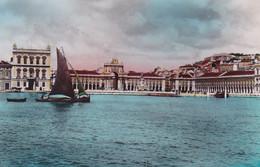 Portugal : LISBOA - LISBONNE : Praça Do Comercia : Bateau - Barque De Pêche : Dentelée : - Lisboa