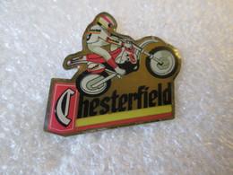 PIN'S  MOTO   CHESTERFIELD   TABAC CIGARETTES - Motorfietsen