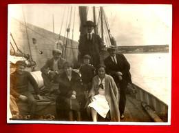 Photo Ancienne Photographie Famille Sur Bateau Pêche Voilier Chalutier Pêcheur D' Islande Peut-être ? -aucune Indication - Anonyme Personen