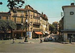 13. AUBAGNE. RUE DE LA REPUBLIQUE. VOITURES ANCIENNES. PUB RICARD. 1969. - Aubagne