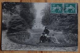 14 : Courseulles-sur-Mer - Pelouse Du Château Et Vieux Canon - Animée - Plan Inhabituel - Etat : Cf. Descr. - (n°19307) - Courseulles-sur-Mer