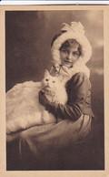 AK Frau Mit Pelzhaube Und Katze - Künstlerkarte - Ca. 1920  (54116) - Women