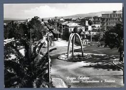 °°° Cartolina - Reggio Calabria Piazza Indipendenza E Fontana Viaggiata (l) °°° - Reggio Calabria