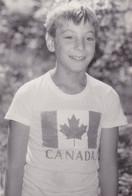 Very Old Original Photo - Boy Kid Posing With Canada T-shirt - 11.8x8.1 Cm - Persone Anonimi