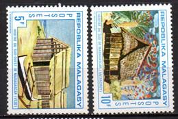 Col19  Madagascar N° 493 & 494 Neuf X MH Cote 1,00€ - Madagascar (1960-...)