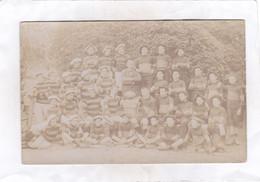 CARTE  PHOTO :  14 X 9  -  Photo D'un Groupe. Au Milieu De La Carte, Un Ballon De Rugby Avec La Date 1905 - Bonneville